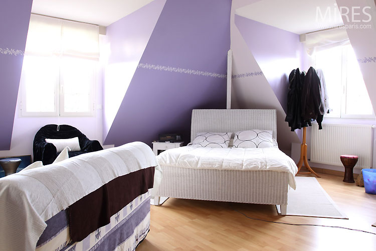 free chambre bleu violet chambre mauve c mires paris with. Black Bedroom Furniture Sets. Home Design Ideas