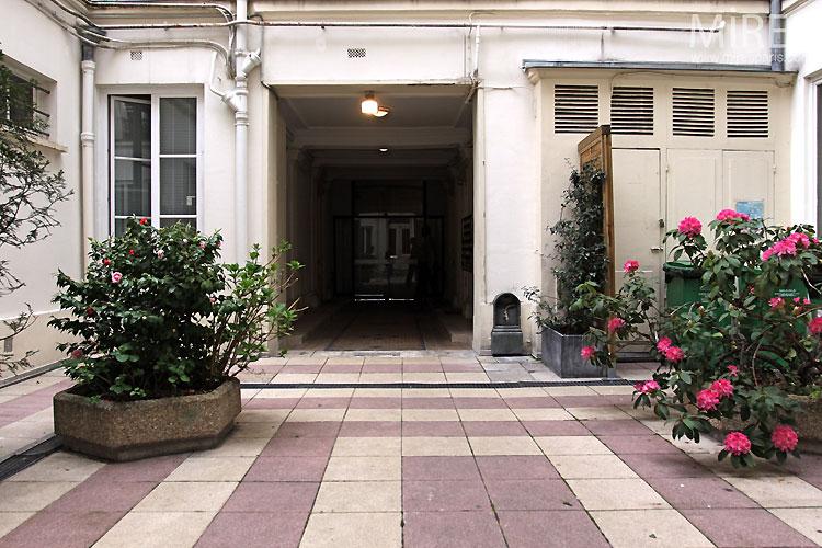 Cour parisienne. C0527