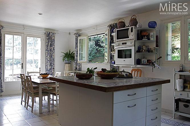 White kitchen. C0258