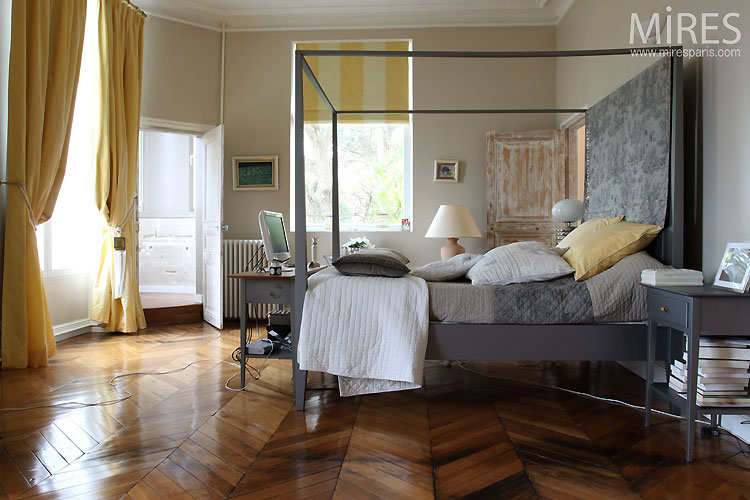 Large bedroom and canopy. C0466