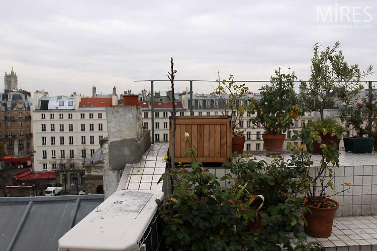 Terrasse et carreaux blancs. C0471