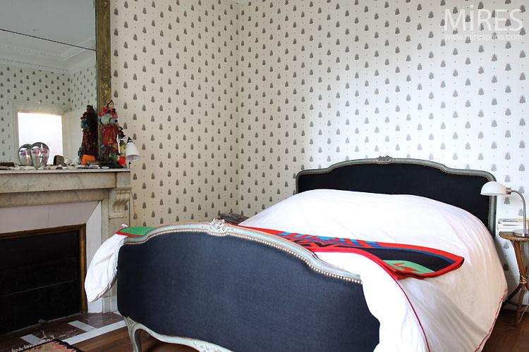 Petite chambre et cheminée.  C0529