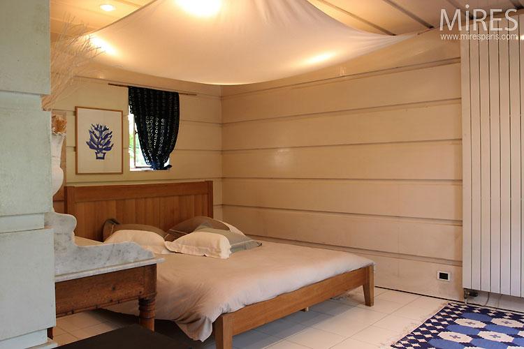 White and zen bedroom. C0534