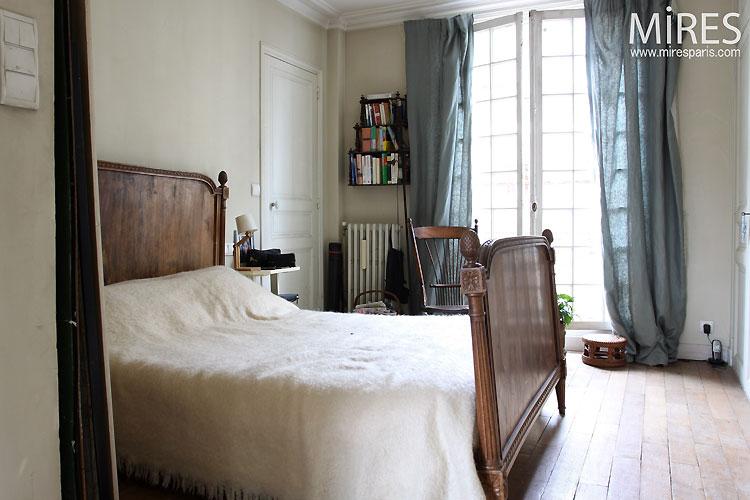Classic & white bedroom. C0541