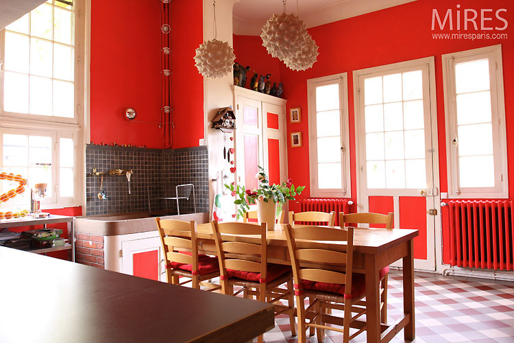 The red kitchen. C0465