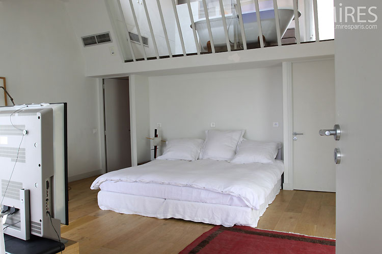White bedroom. C0471