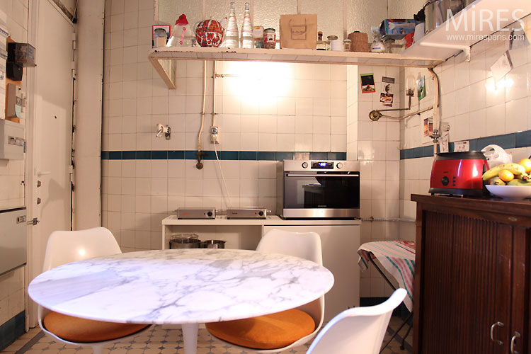 Kitchen and white tiles. C0479