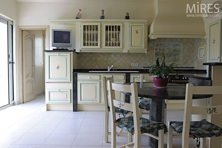 Family kitchen. C0484