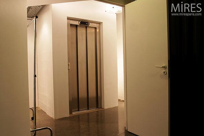 Ascenseur privé. C0280