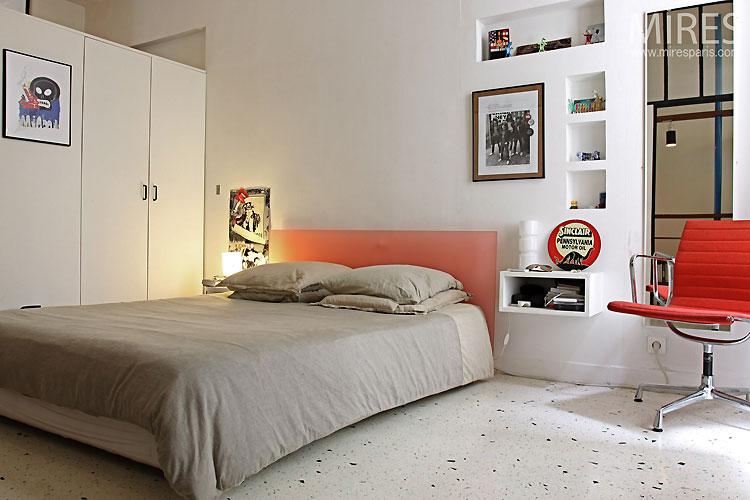 Modern bedroom. C0527