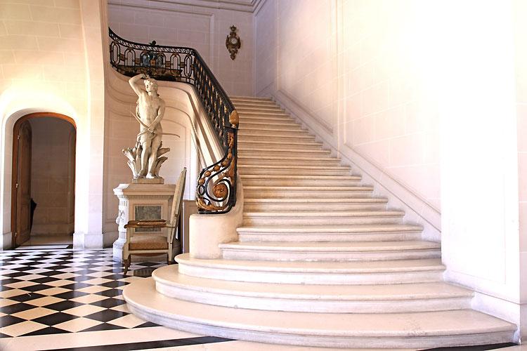 Princely steps. C0355