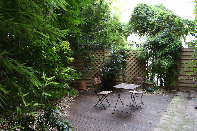 Small terrace and bamboo. C0367