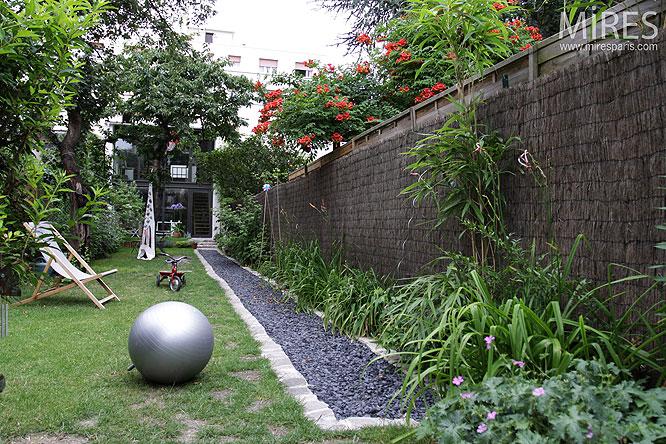 Jardin et façade. C0137