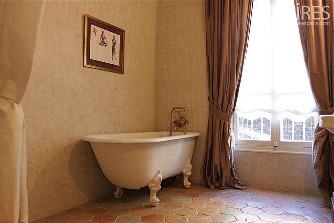 tomette salle de bain tendance d co tuiles c ramiques. Black Bedroom Furniture Sets. Home Design Ideas