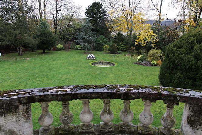Terrasses et jardin. C0237