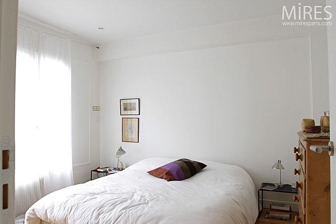 Petite chambre blanche. C0125