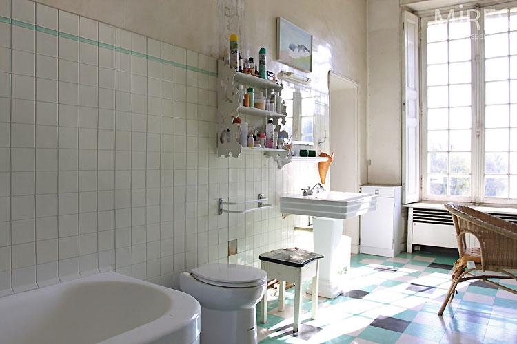 Salle de bain rétro. C0305