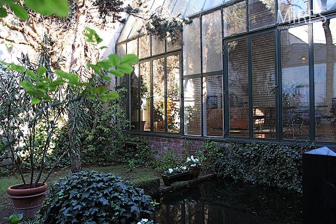 un jardin insolite au coeur de paris c0034 mires paris. Black Bedroom Furniture Sets. Home Design Ideas