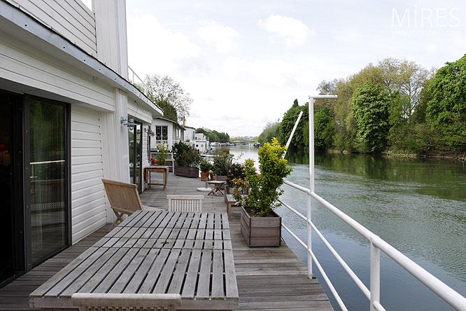 une terrasse au bord de l eau c0052 mires paris. Black Bedroom Furniture Sets. Home Design Ideas