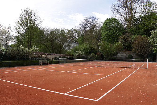 Tennis en terre battue c0051 mires paris for Surface d un terrain de tennis