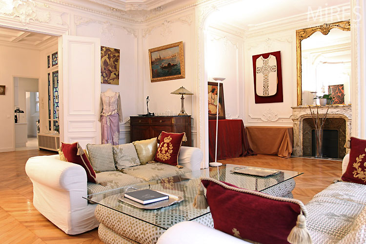 Parisian living room. C0317