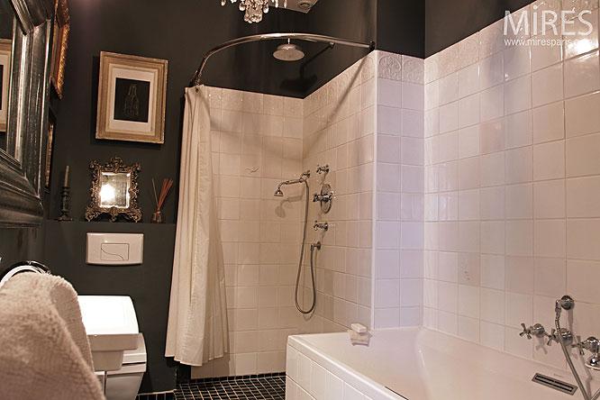 d coration salle de bain sombre. Black Bedroom Furniture Sets. Home Design Ideas