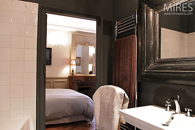 sombre salle de bain c0092 mires paris. Black Bedroom Furniture Sets. Home Design Ideas