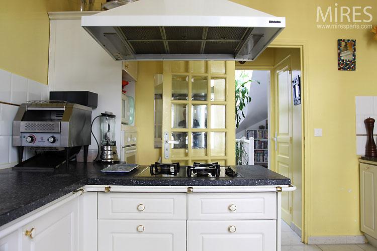 cuisine jaune good couleur cuisine u quelle est la variante idale pour notre cuisine with. Black Bedroom Furniture Sets. Home Design Ideas