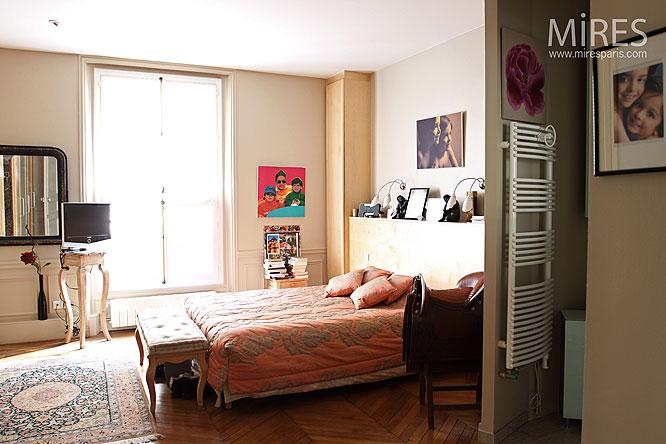 Salle de bain dans petite chambre salle de bains de la for Chambre yanis