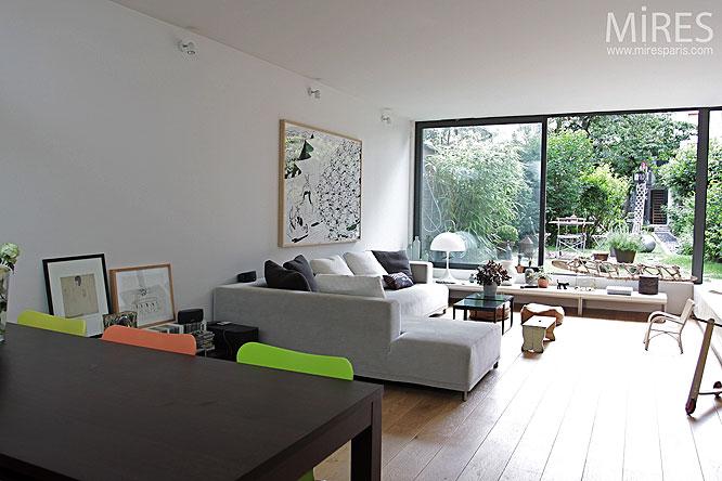 Canapé d'angle et baie vitrée. C0137  Mires Paris