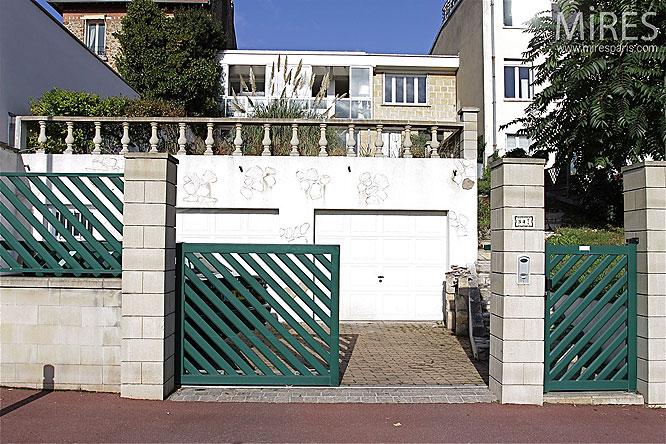 Façade et terrasse. C0256