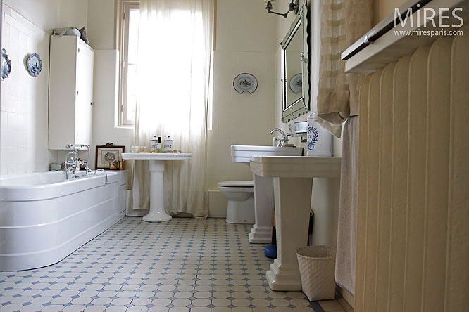 Salle d eau r tro c0194 mires paris - Lavabo salle de bain retro ...