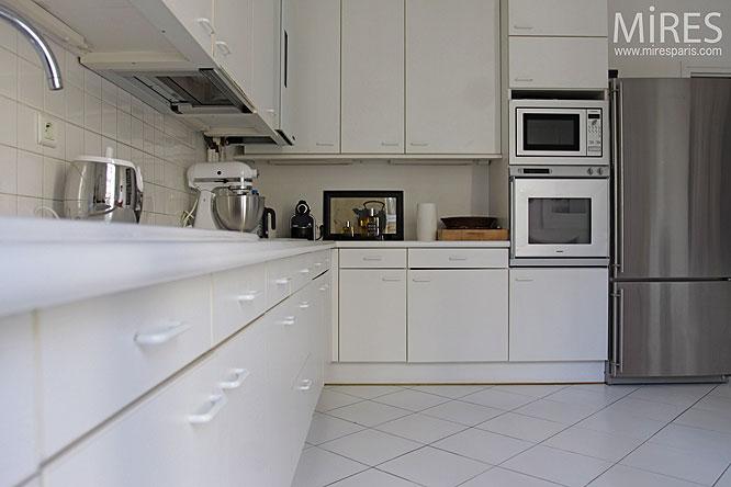 Carrelage pour cuisine blanche quelle couleur de credence for Peinture carrelage blanc