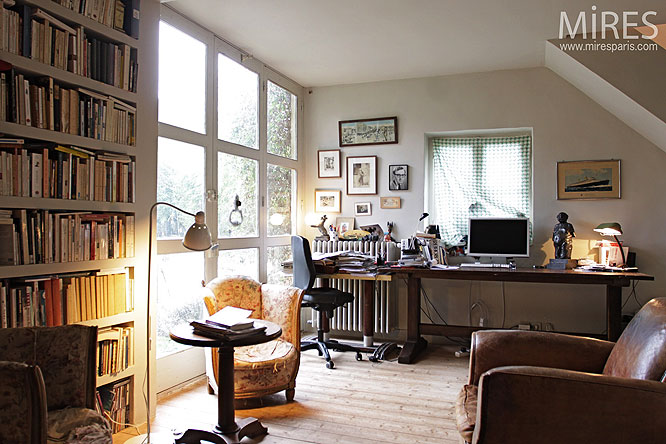 Petit bureau. C0200
