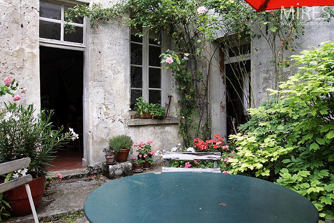 Terrasse bucolique. C0142