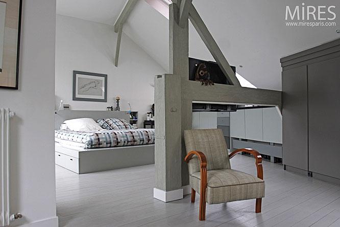 une nuit sous les combles c0219 mires paris. Black Bedroom Furniture Sets. Home Design Ideas
