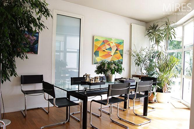 Salle à manger et baie vitrée. C0138