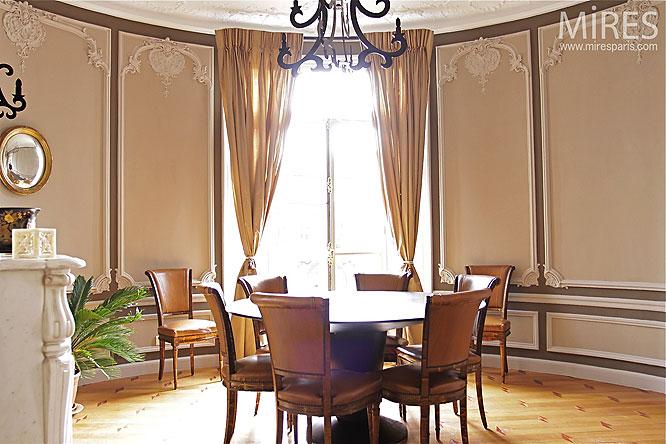 Salle manger en rotonde c0245 mires paris for Salle a manger haussmannien