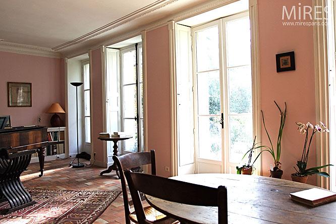 charme ancien en rez de jardin c0295 mires paris. Black Bedroom Furniture Sets. Home Design Ideas