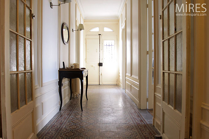 Couloir l entr e c0275 mires paris for Carrelage hall d entree