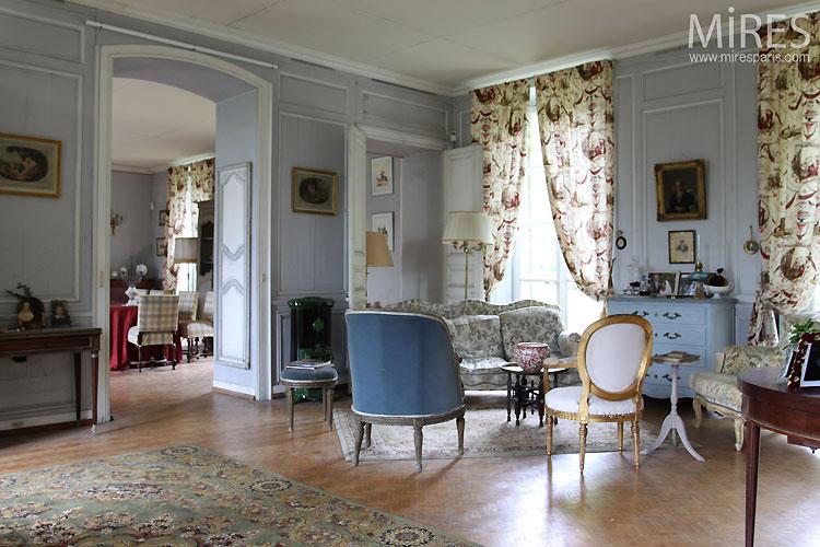 salon bourgeois bleu pastel c0338 mires paris. Black Bedroom Furniture Sets. Home Design Ideas