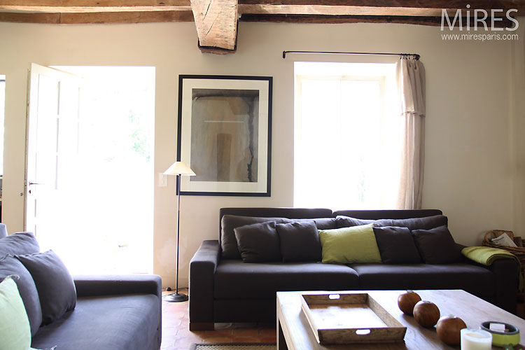 Lounge and exposed beams. C0349