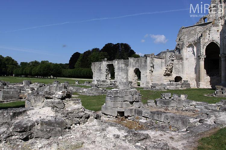 Saintes ruines. C0380