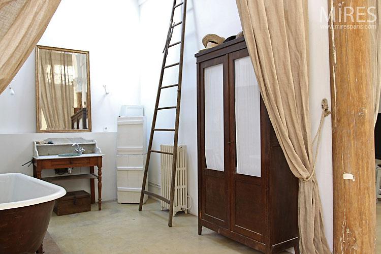 Vintage bathroom. C0367