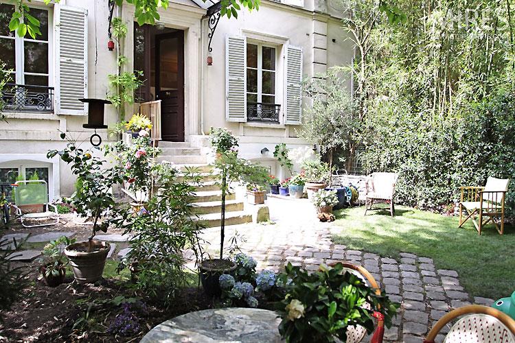 Un jardin dans Paris. C0376