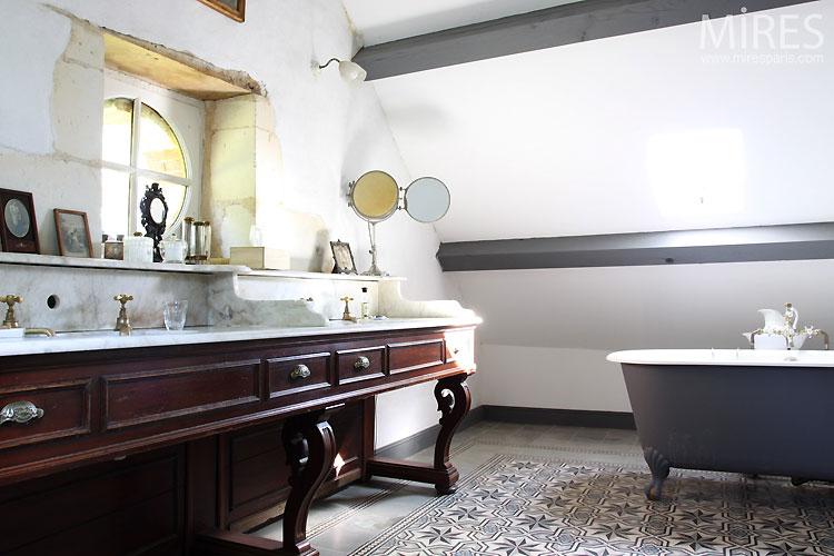 Salle de bains rétro. C0394