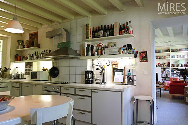 Kitchen and white beams c0436 mires paris for Poutres peintes