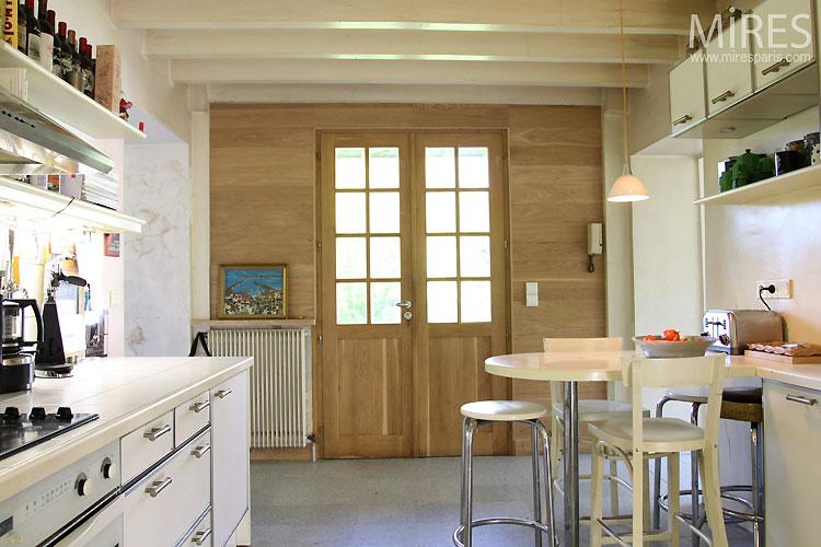 Cuisine et poutres peintes c0436 mires paris for Poutres peintes