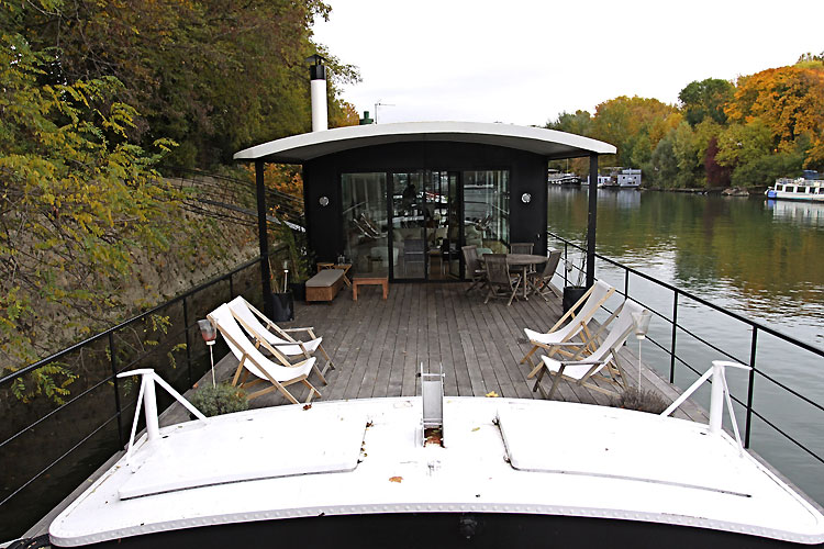 Terrace on houseboat. C0470