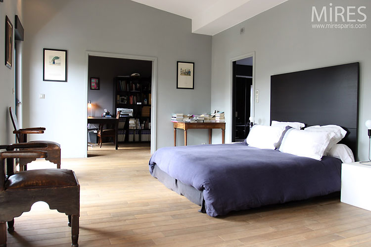 grande chambre gris bleu c0476 mires paris. Black Bedroom Furniture Sets. Home Design Ideas